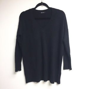 OLIVACEOUS Black Long V-Neck Sweater S